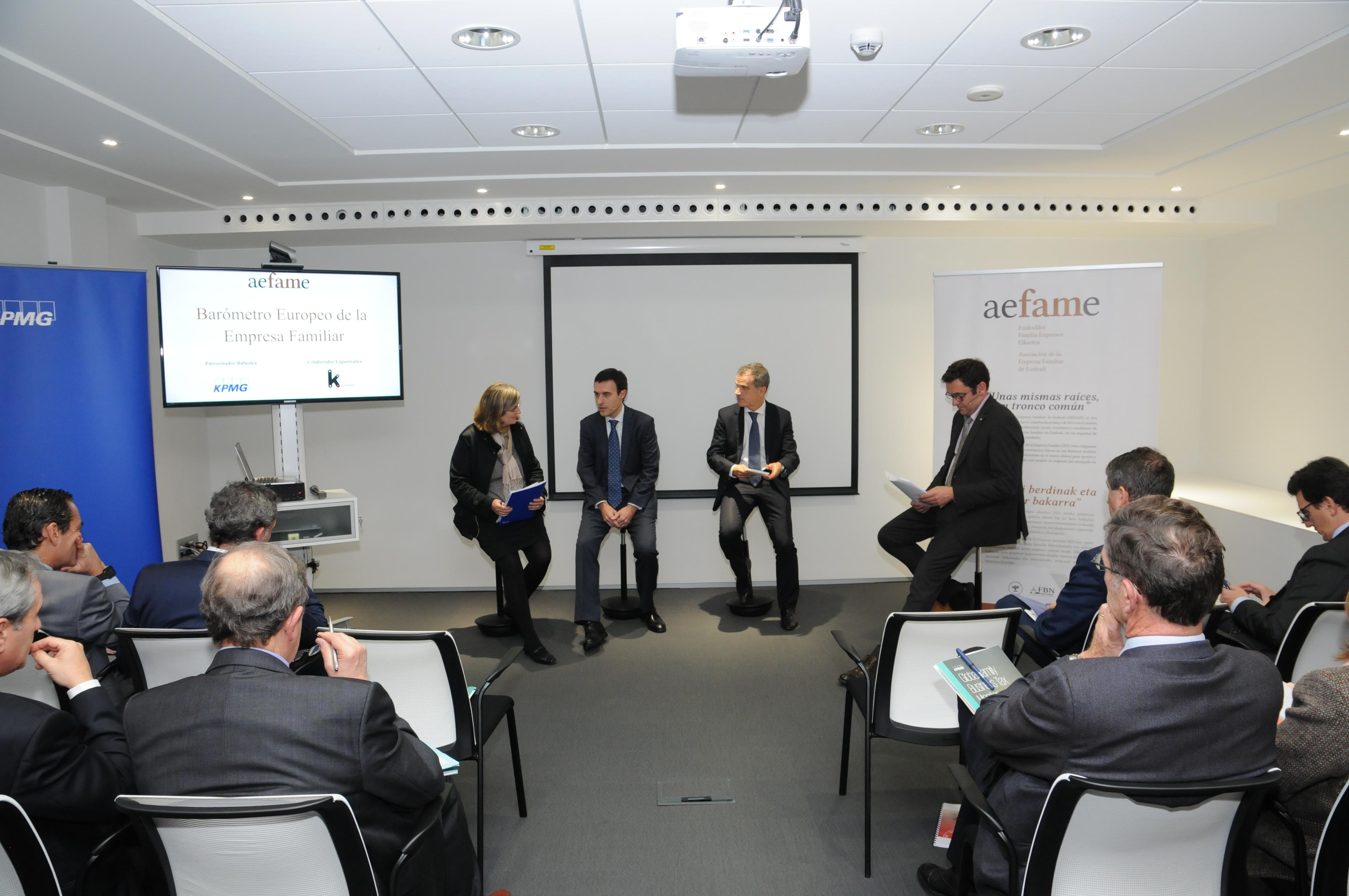 Un momento del diálogo entre Jabier Larrañaga y José Ramón Fernández de Barrena