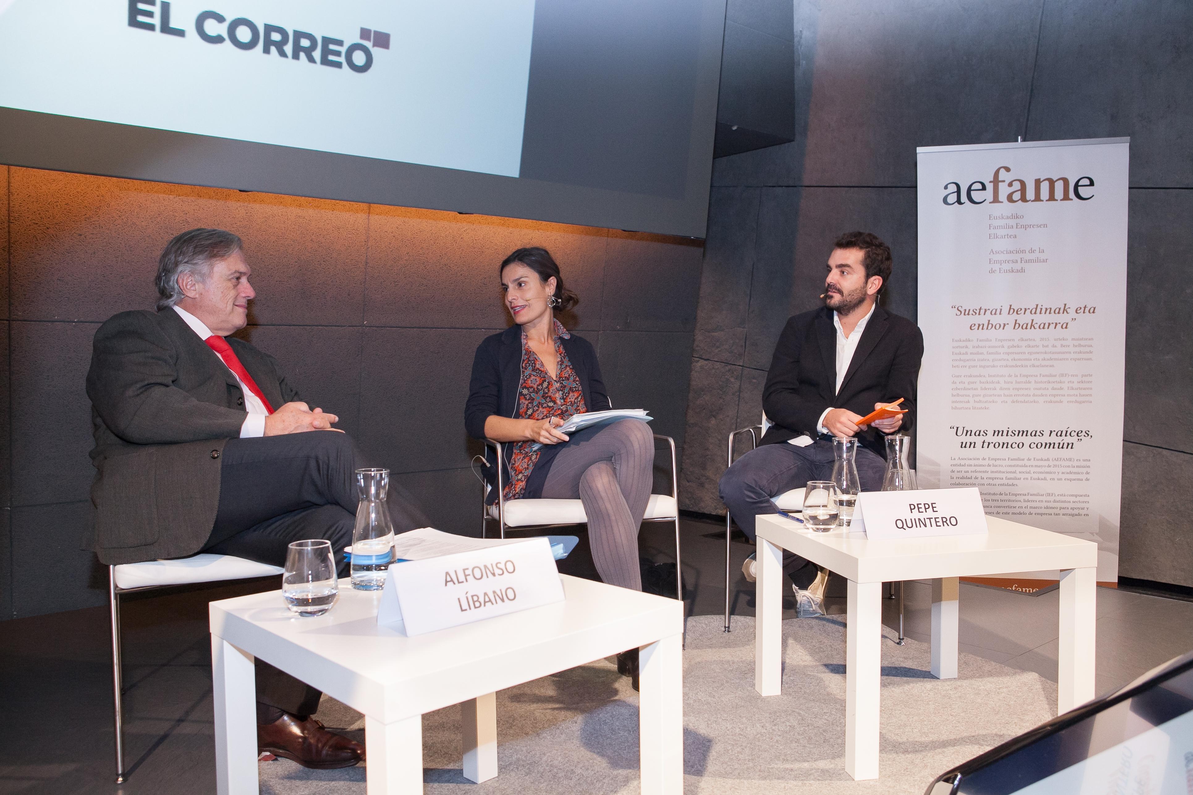 Momento de la Mesa Redonda de Alfonso Líbano y Pepe Quintero con la periodista Ana Barandiarán.